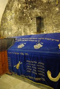 קבר דוד, שהוא גם קבר נבי דאוד, שמעליו נמצא חדר הסעודה האחרונה - האתר היחידי בעולם שמקודש לשלוש הדתות!