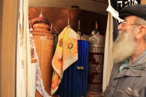 ספרי תורה בבית הכנסת הספרדי
